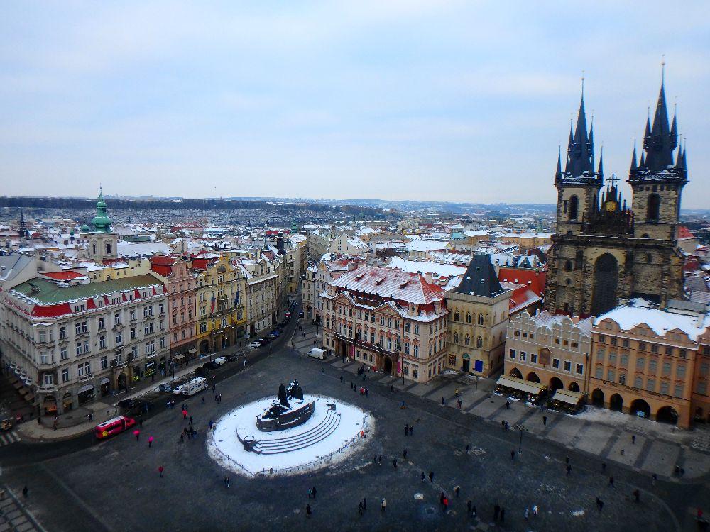 La Place de la Vieille Ville du haut de l'horloge astronomique à Prague