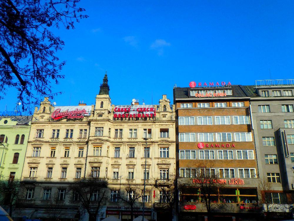 """La Place Veneslas """"les champs Elysées"""" de Paris à Prague"""