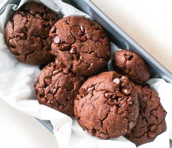 Cookies tout chocolat, beurre de cacahuète et fleur de sel