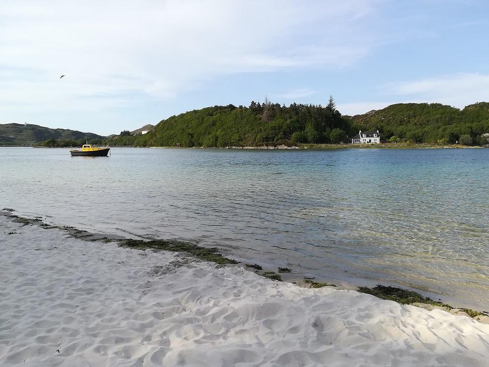 Le sable blanc de la plage d'Arrisaig en Ecosse
