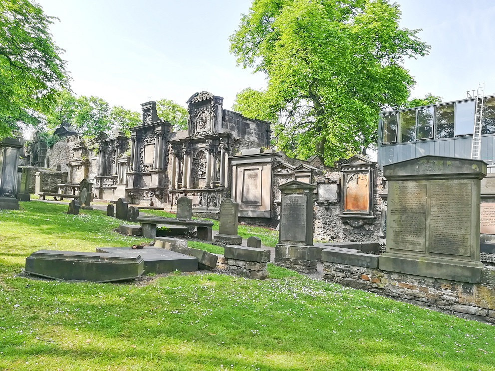 Le cimetière Greyfriars Kirkyard à Edimbourg, bien connu pour ses fantômes