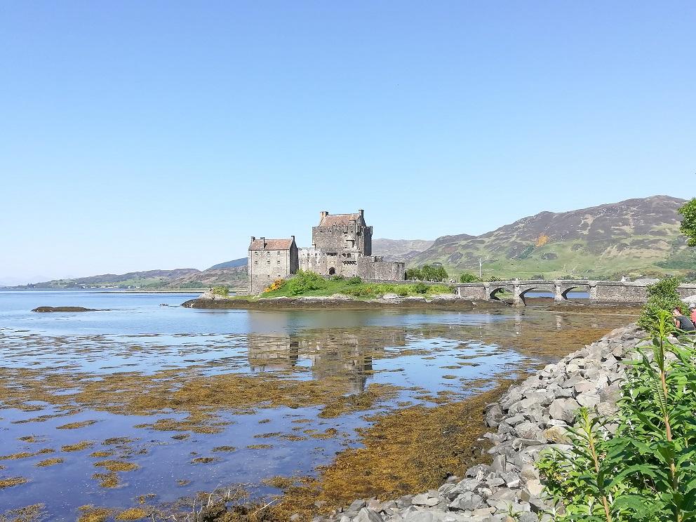 L'imprenable Eilan Donan Castle en Ecosse construuit sur un îlet